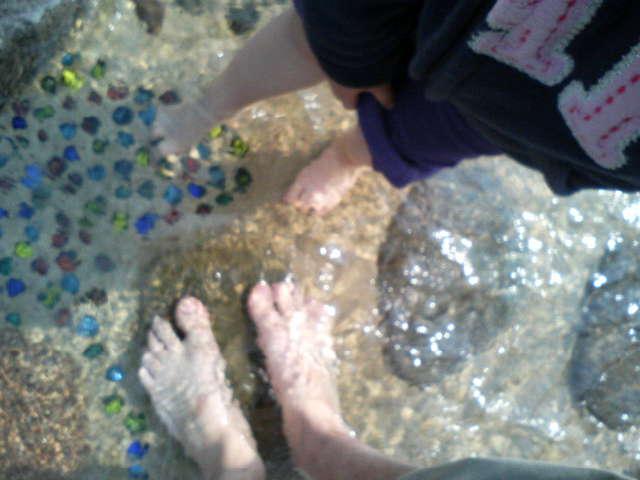 Big feet / Little feet